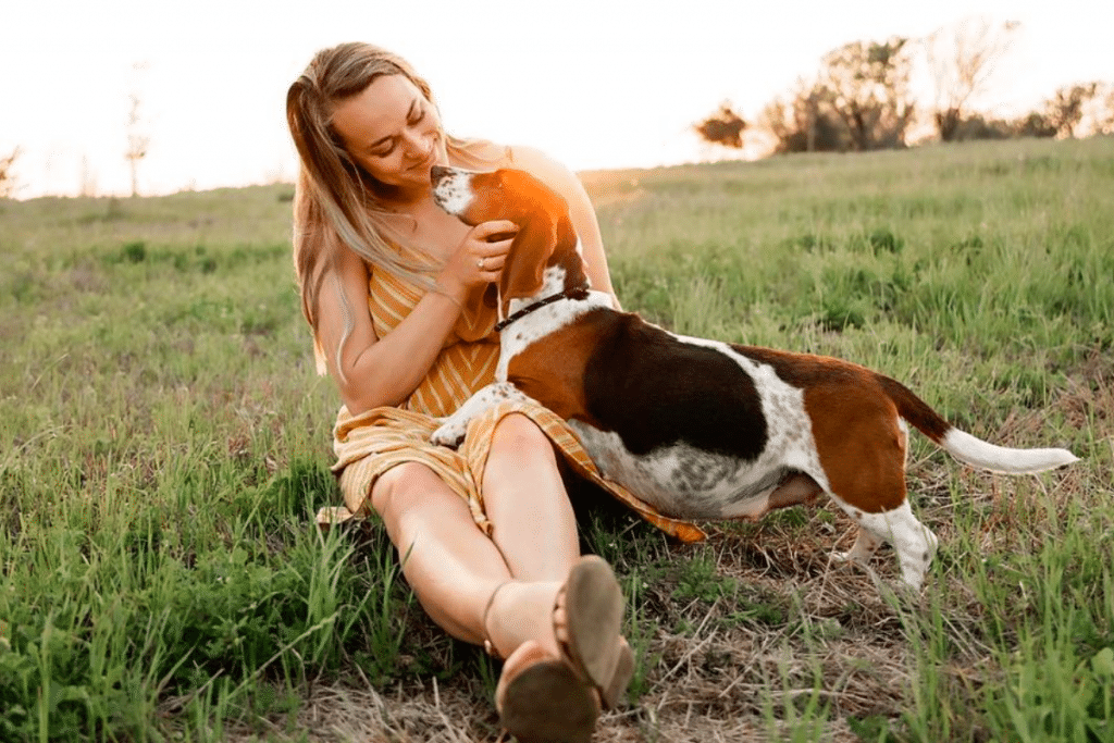 Texas Dogowner Held A Maternity Shoot For Pregnant Foster And It's Adorably Wholesome